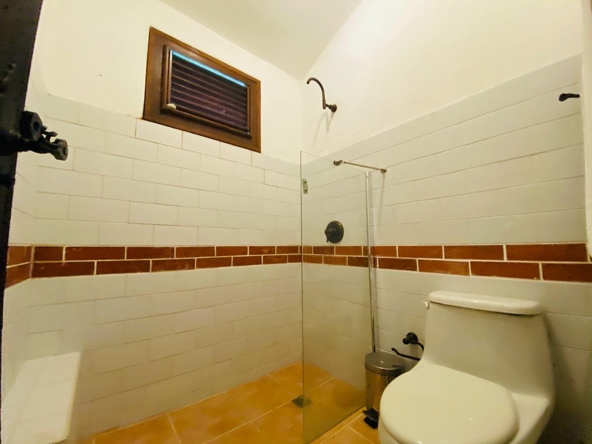 24 de 42: Baño Secundario