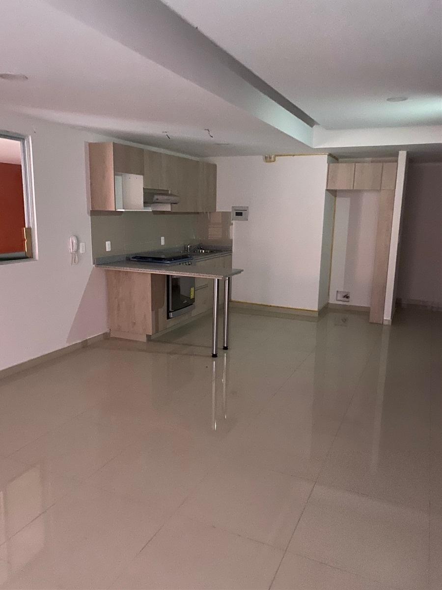 6 de 23: Cocina abierta con barra en estancia