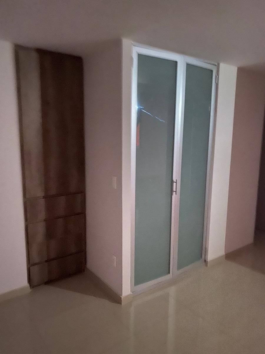 8 de 23: Puerta de vidrio esmerilado para área de lavado