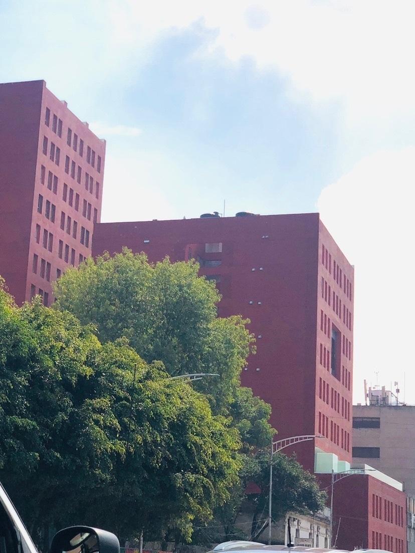 2 de 23: Vista exterior del edificio Torre Central.  🌳