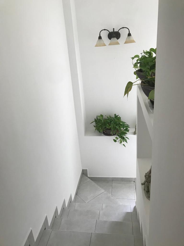 11 de 18: escalera muy iluminada