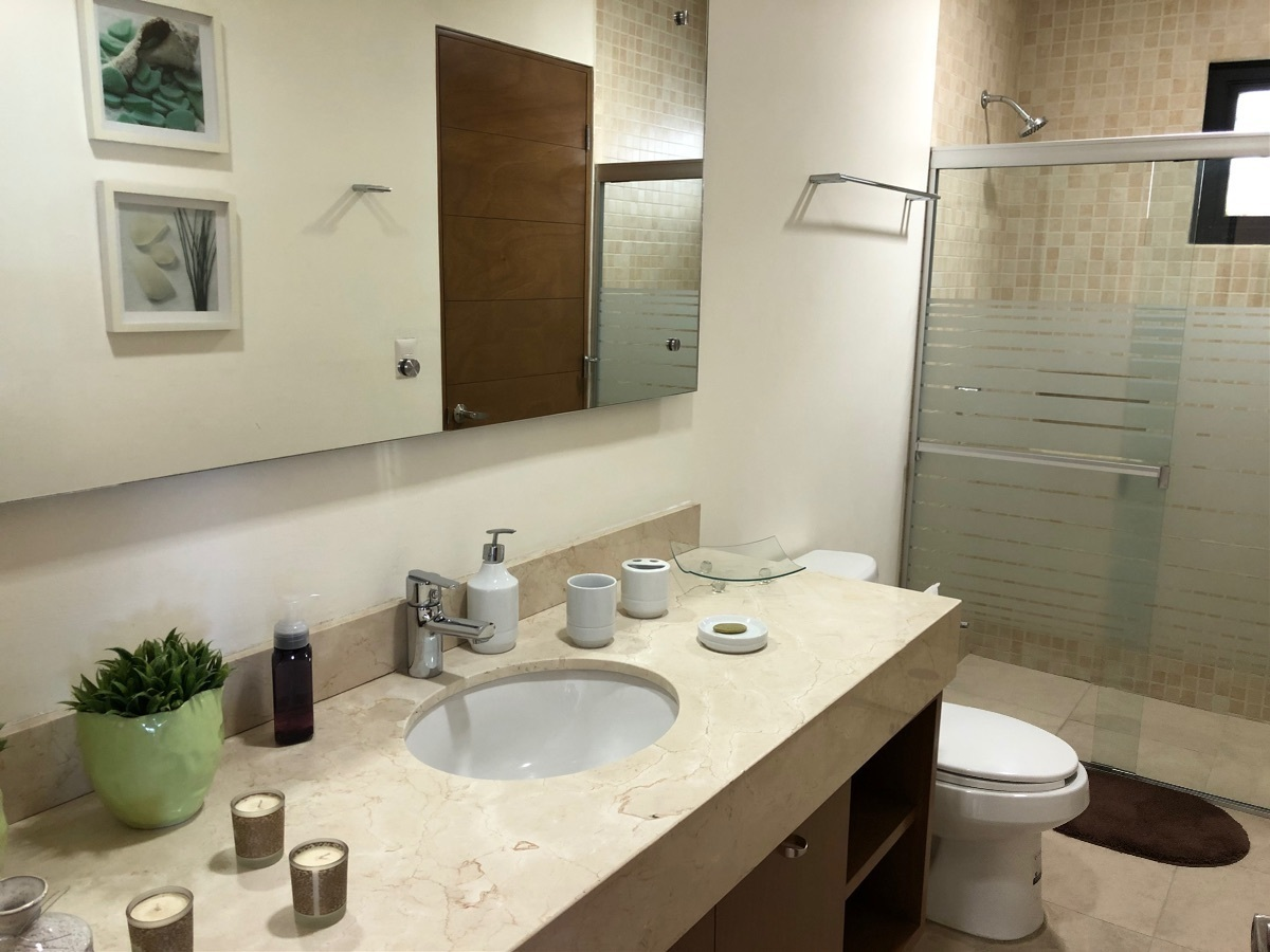 10 de 13: Baño de visitas/ segunda habitación