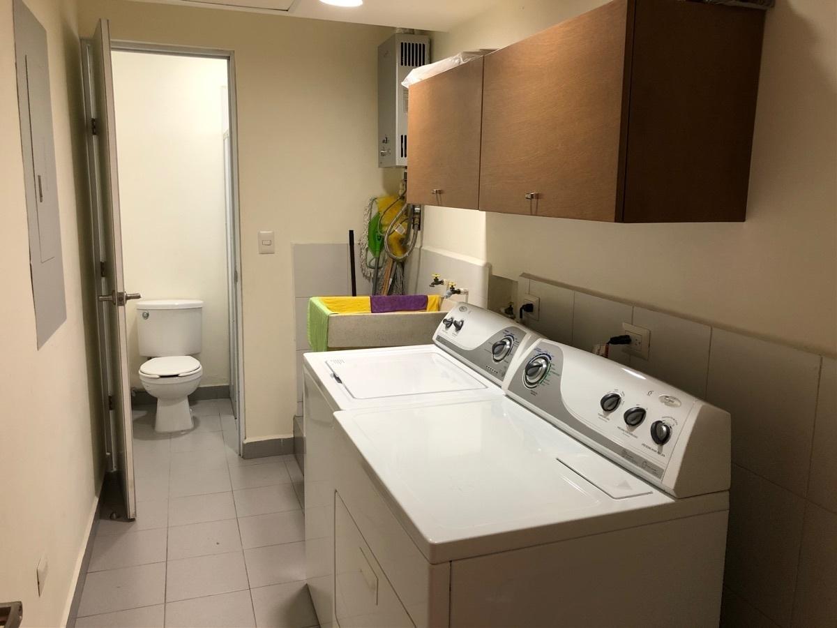 13 de 13: Cuarto de lavado equipado y con baño completo adicional