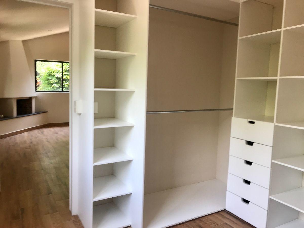 12 de 25: Closet recamara principal