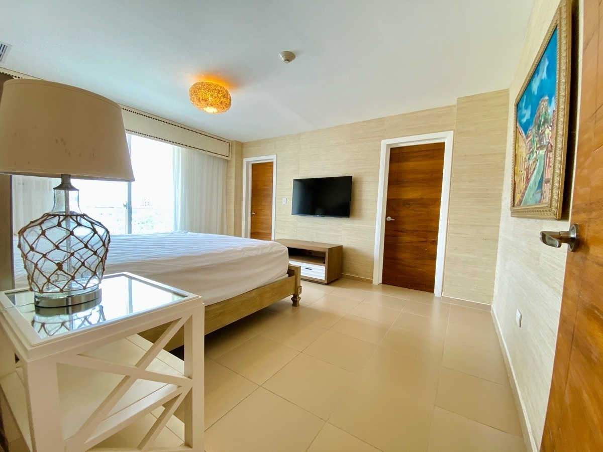 10 de 24: Hab Principal con baño, vestidor y balcón