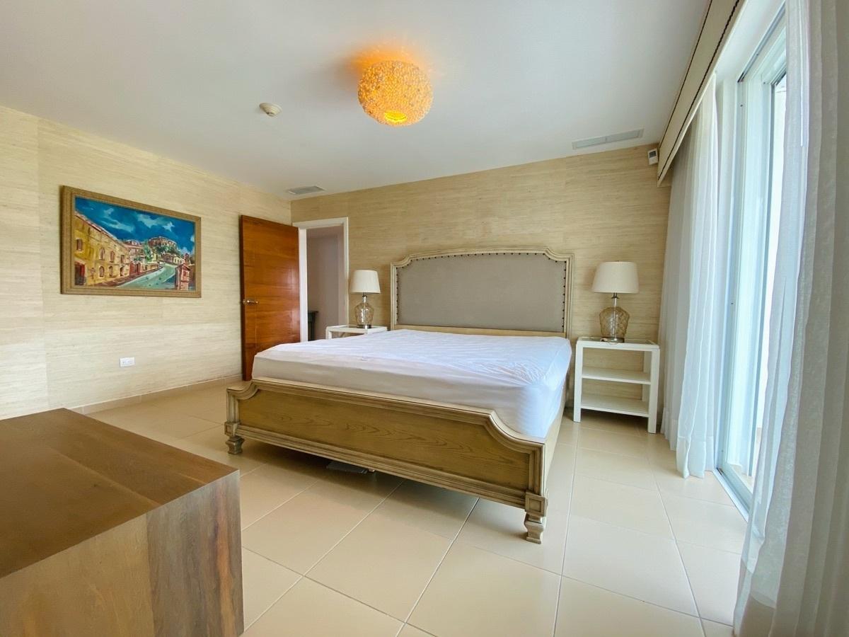 12 de 24: Hab Principal con baño, vestidor y balcón