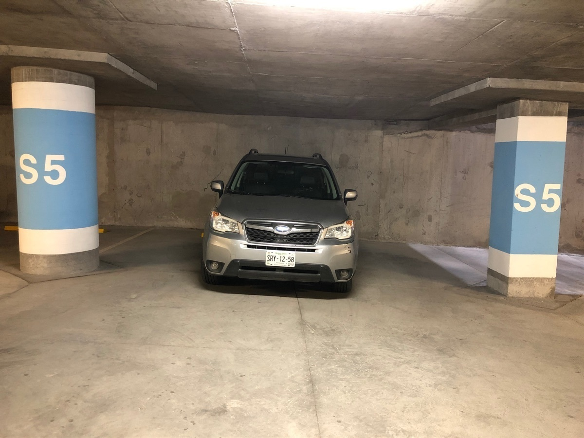 11 de 17: Dos cajones de estacionamiento