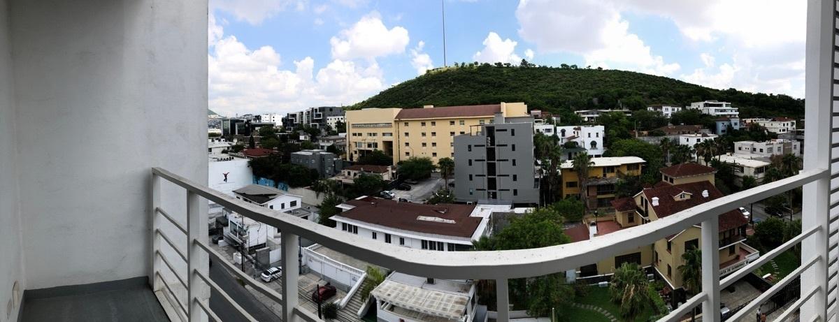 7 de 17: Balcón con vista al Cerro del Obispado