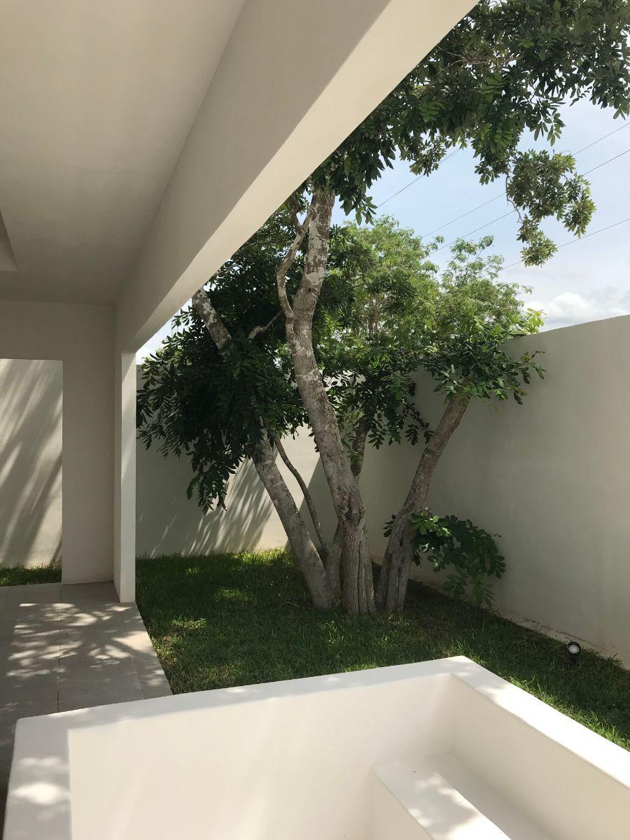 14 de 23: Jardín