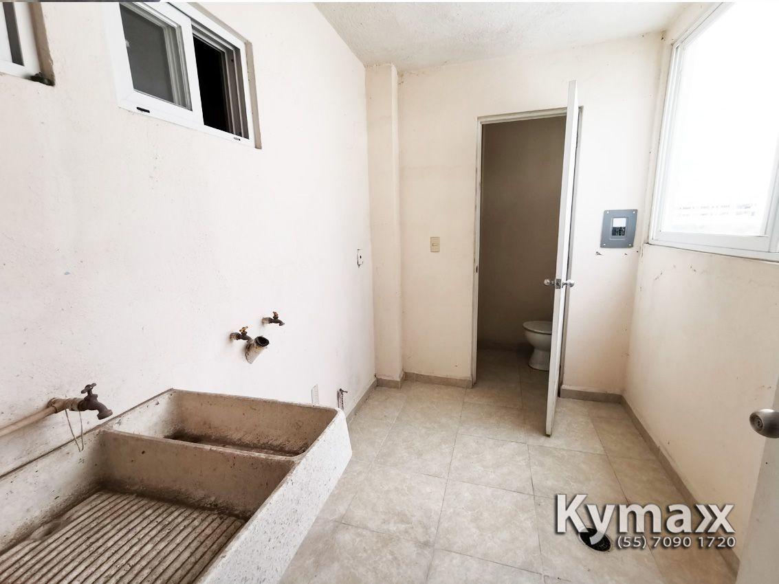 12 de 38: Area de lavado o Cto de Servicio con baño completo