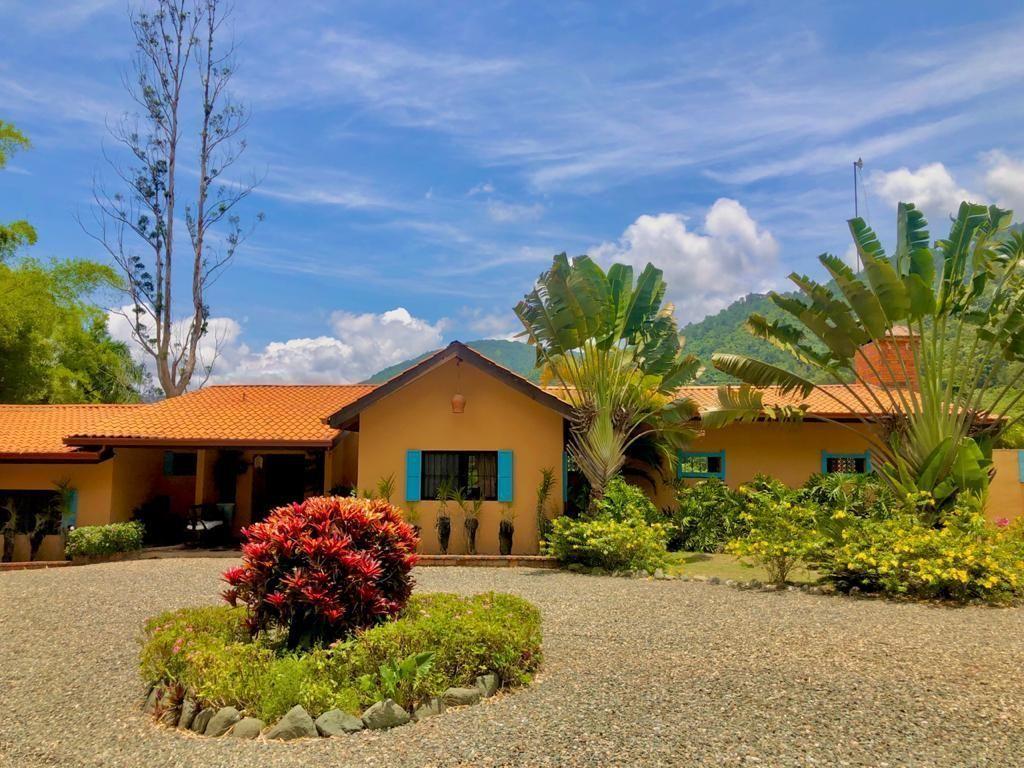 8 de 28: Villa en Jarabacoa 4 dormitorios 10 personas