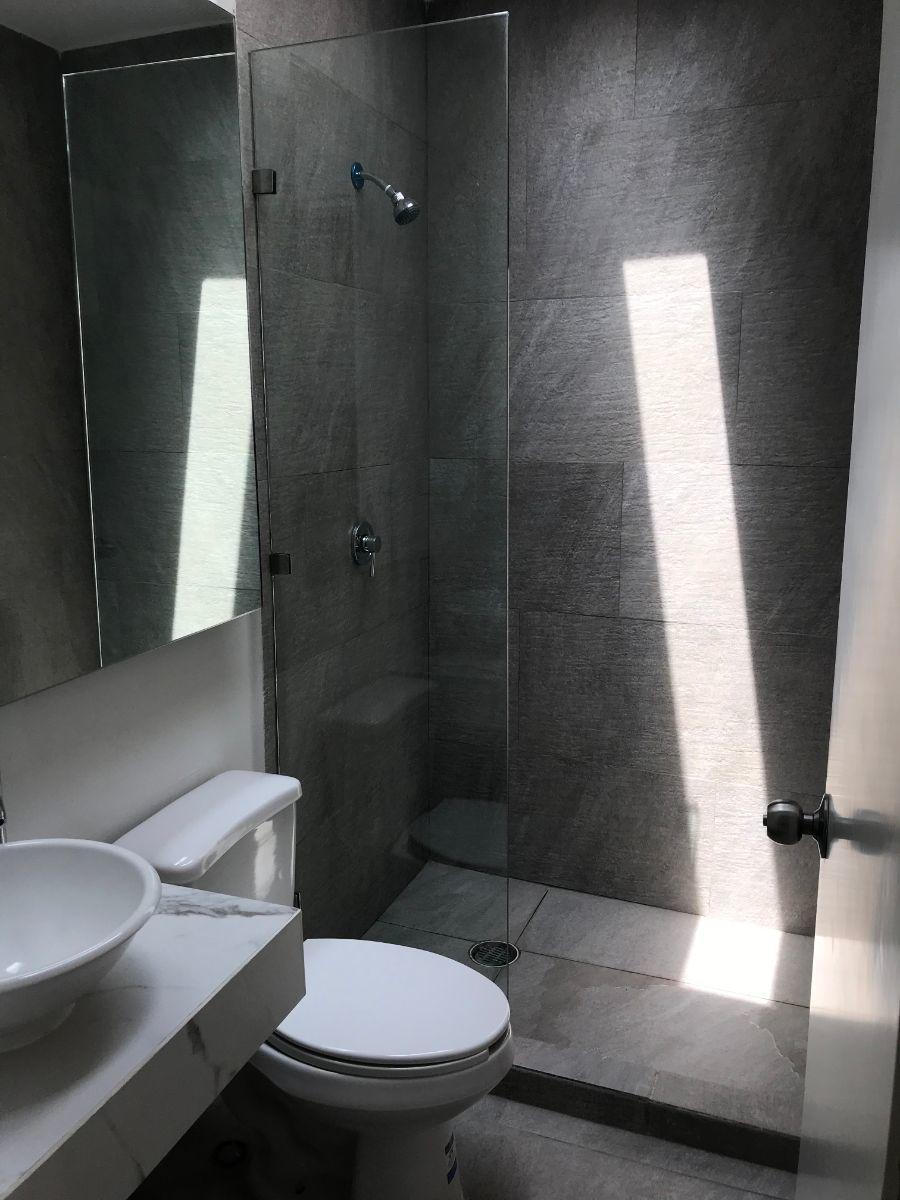 25 de 27: Baño recámara secundarias, c/habitación cuenta con el propio