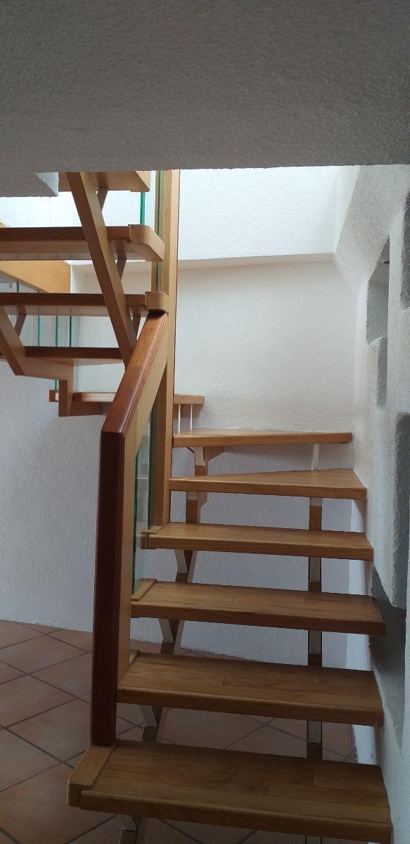 3 de 19: Escaleras para ingresar a recámara principal y roof garden
