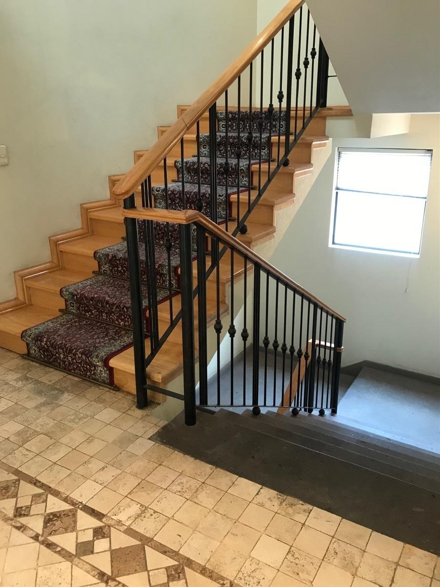 11 de 24: Escaleras madera y cantera