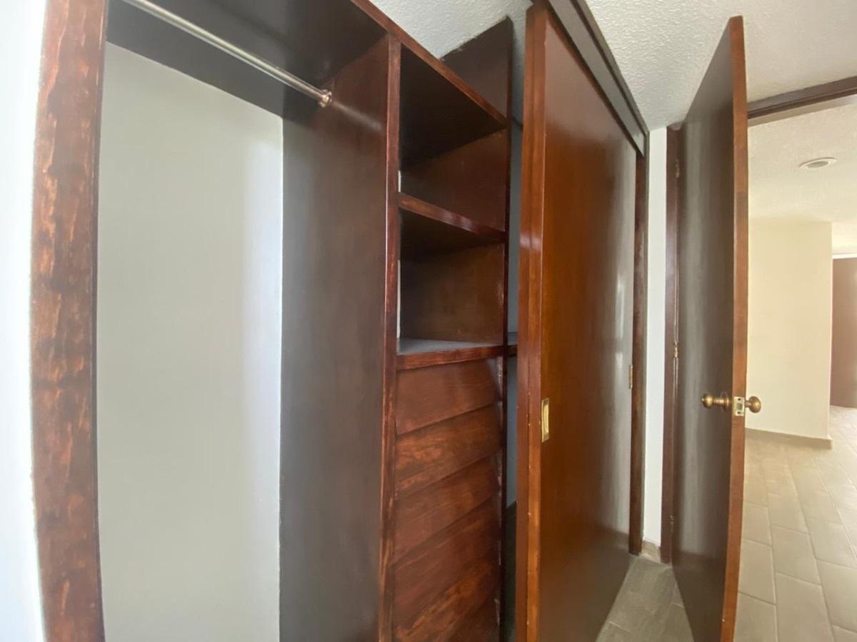 8 de 12: Closet segunda recámara