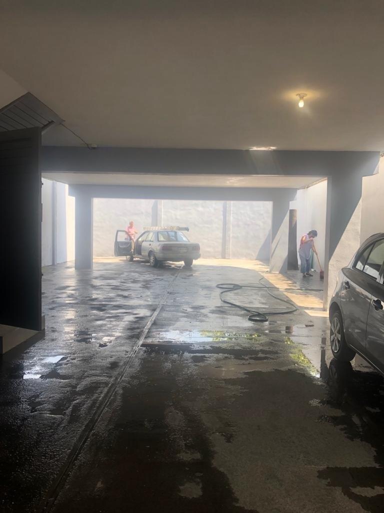 10 de 10: estacionamiento amplio nivel calle