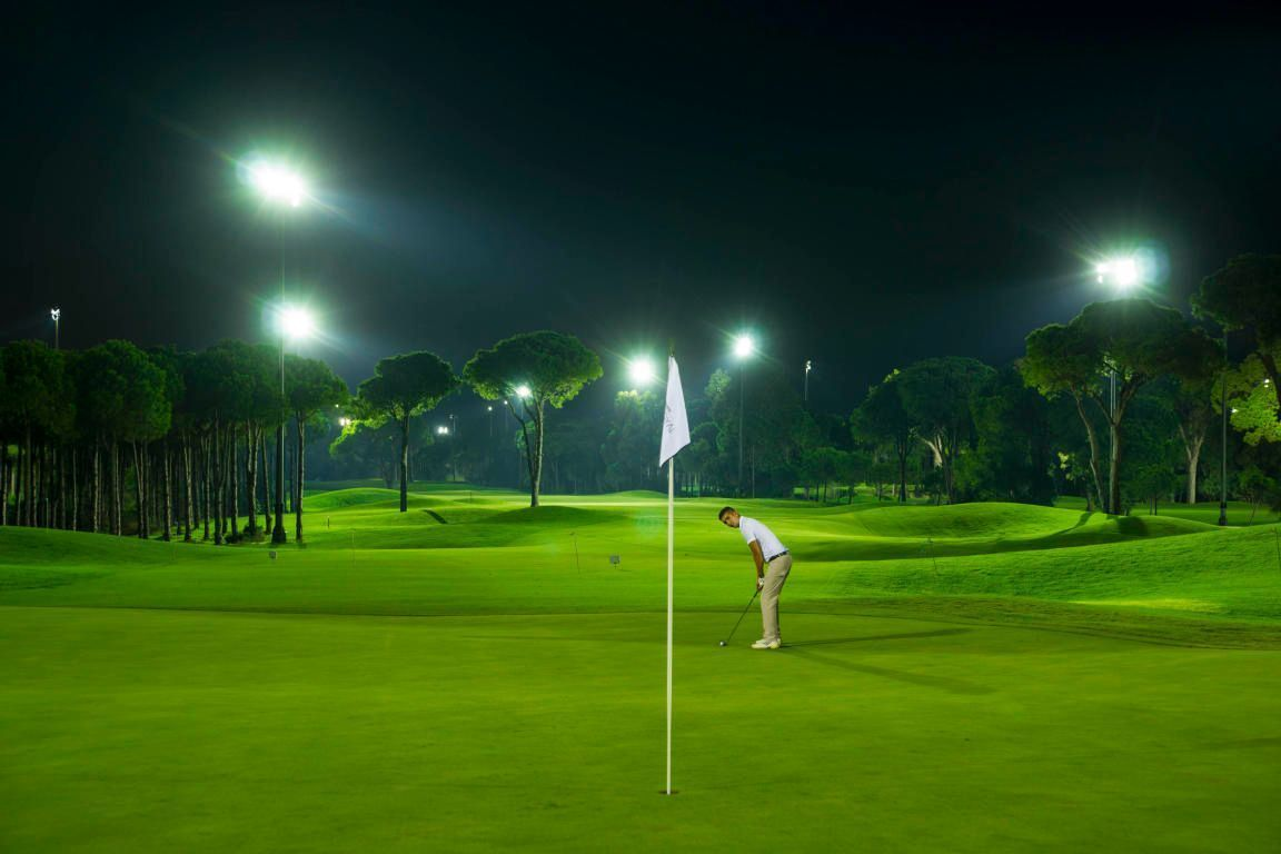 15 de 22: Campo de Golf Iluminado