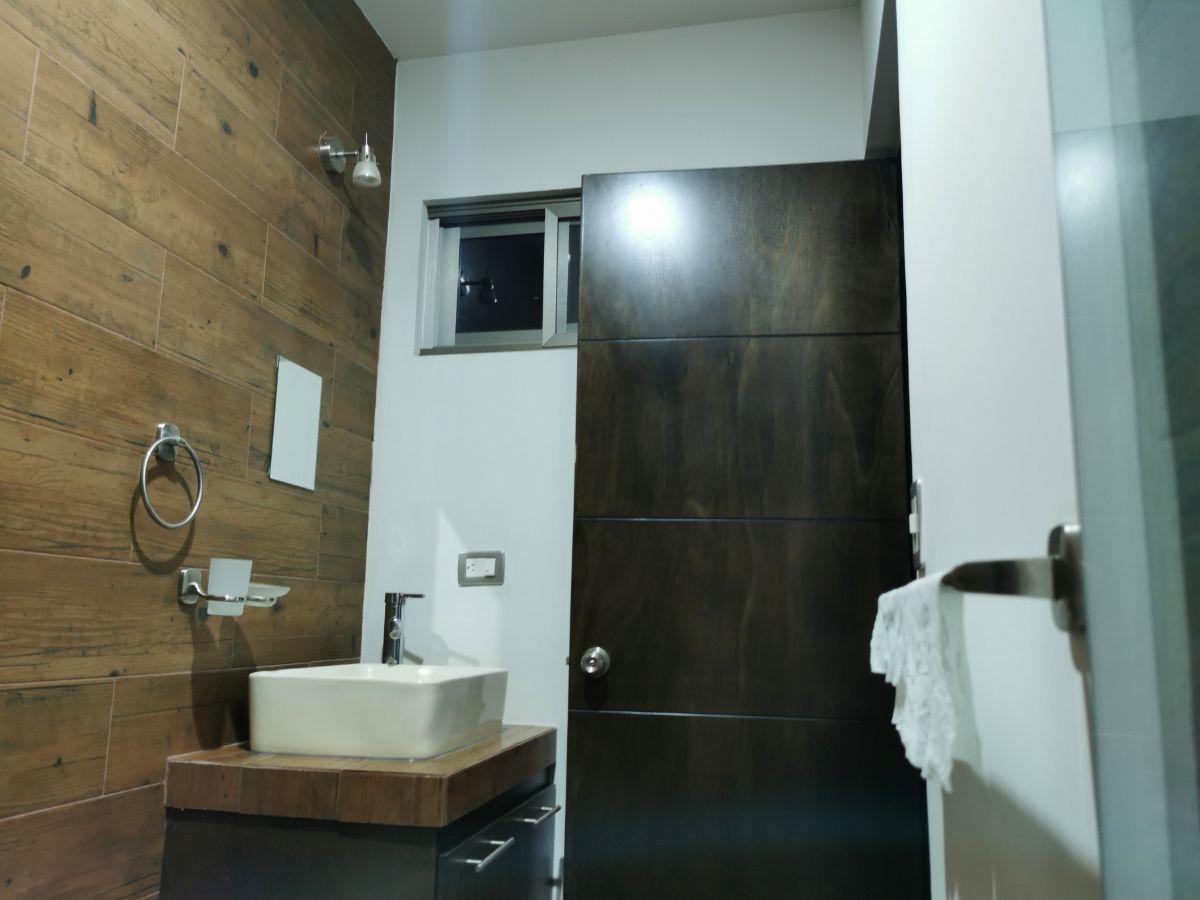 8 de 10: 3 baños completos, 1 en planta baja