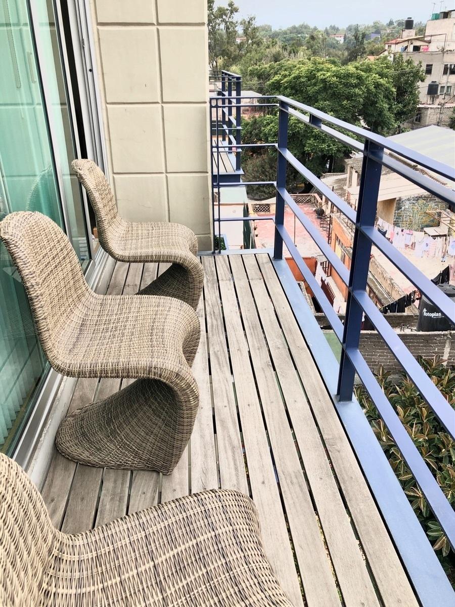 9 de 42: Balcón