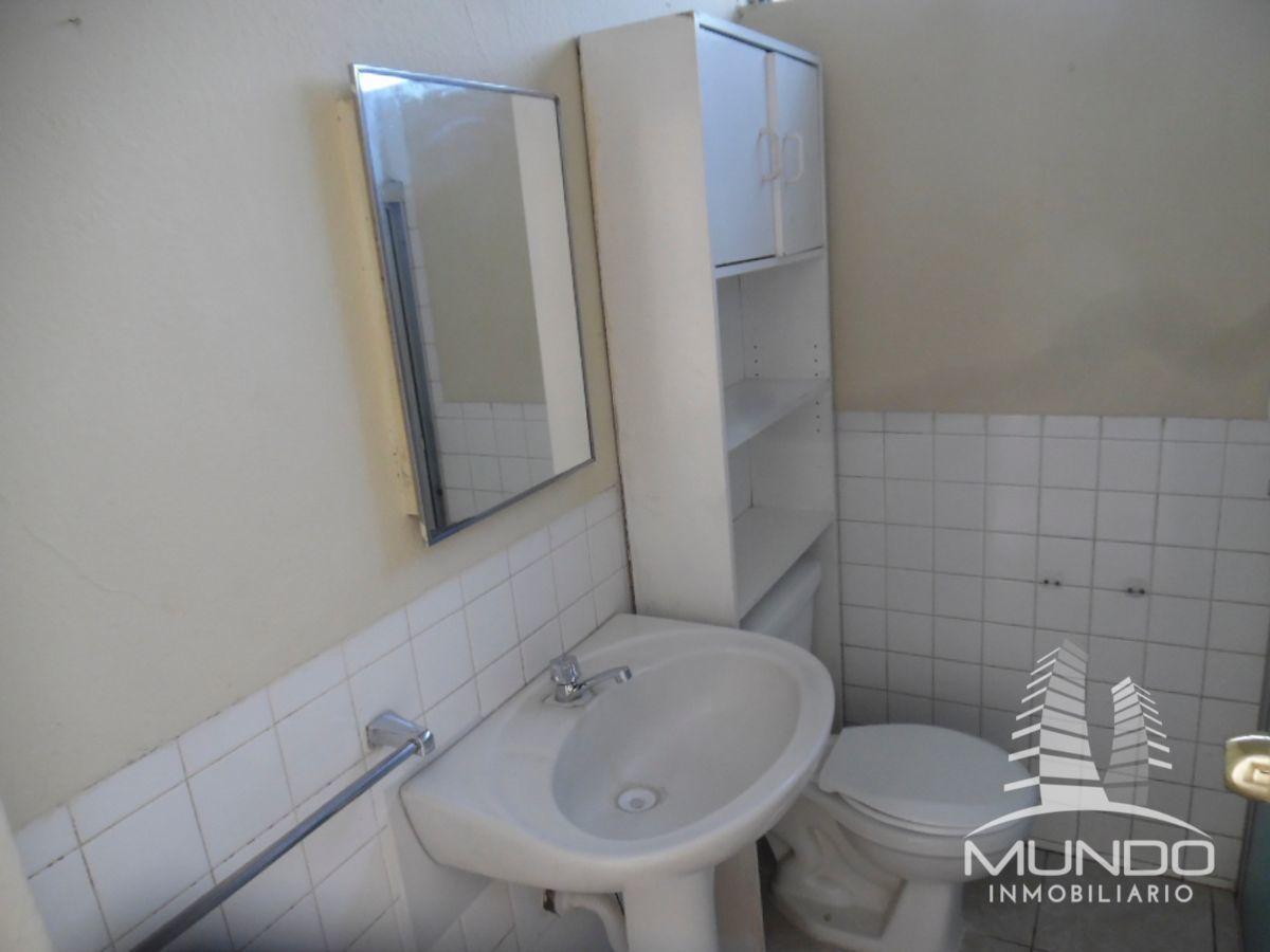 13 de 15: Baño y espejos, calentador de ducha