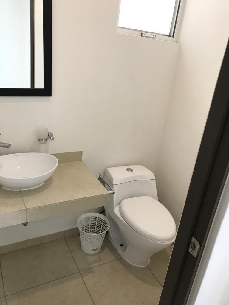 12 de 23: Medio baño en planta baja