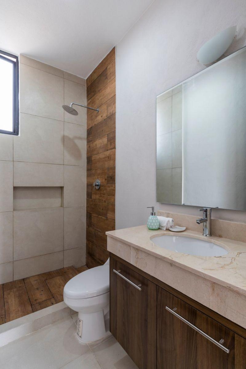 14 de 15: Baños (excusado y lavabo con meseta de mármol)