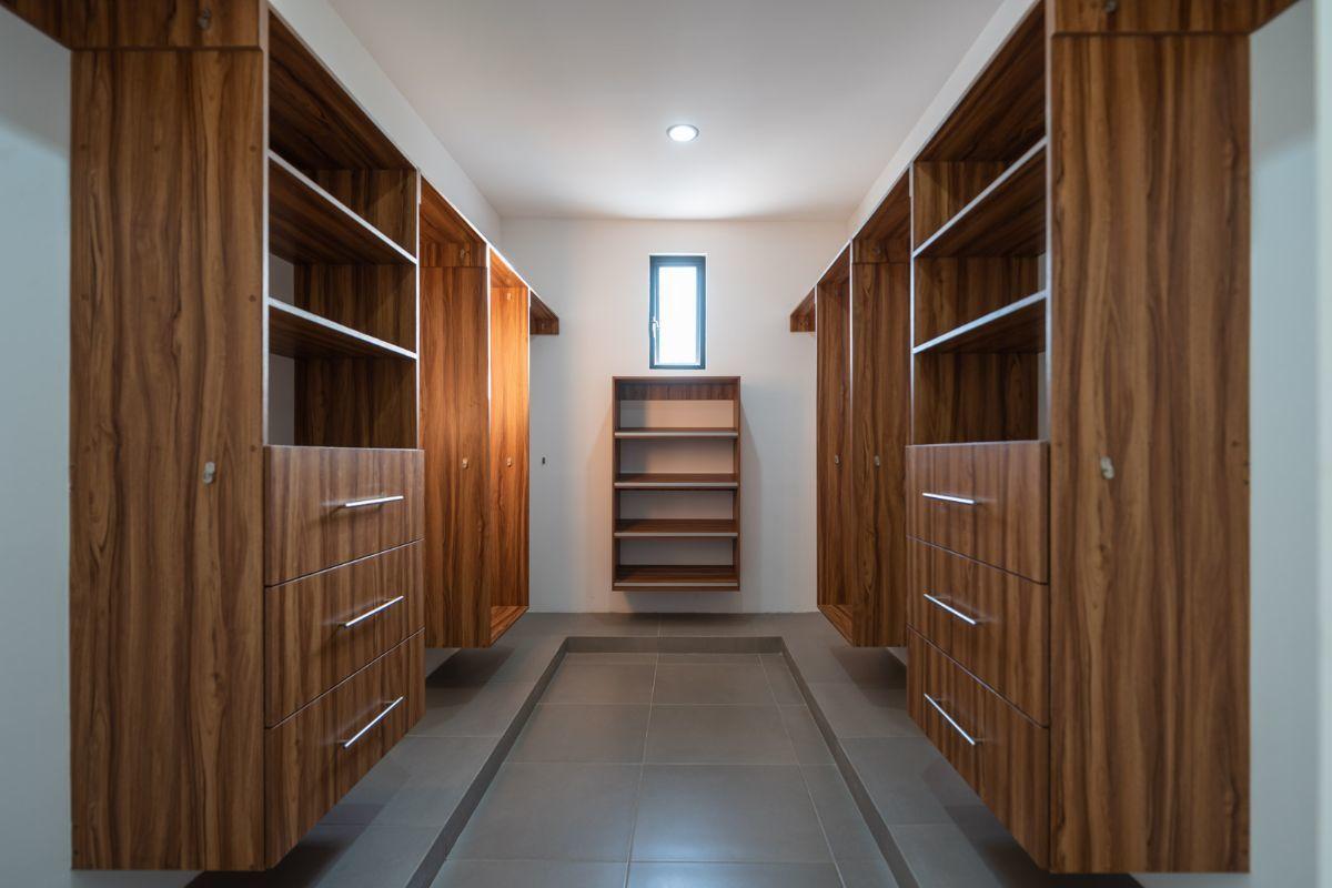 11 de 14: Con closet vestidor (no incluye carpintería)