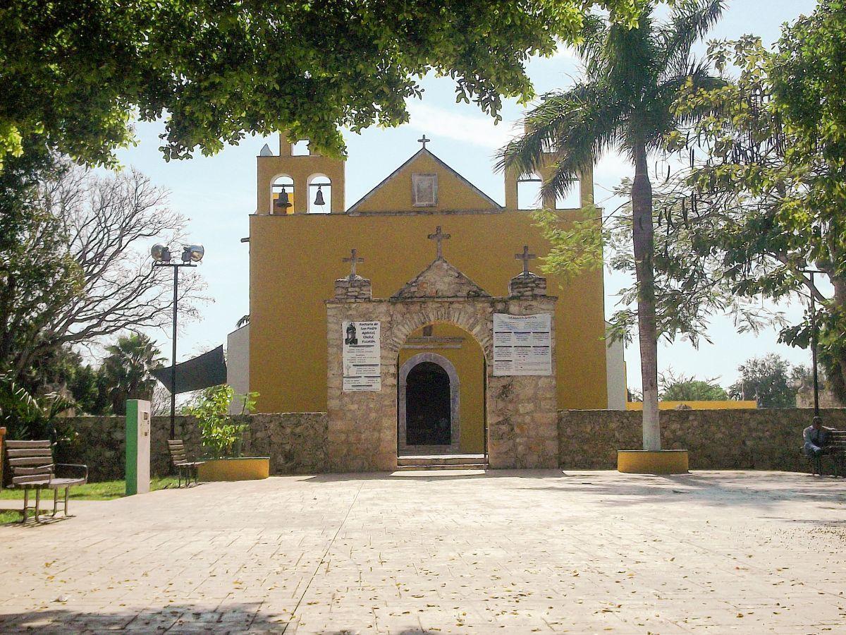 13 de 15: Iglesia del Pueblo de Cholul,  cercana a la propiedad