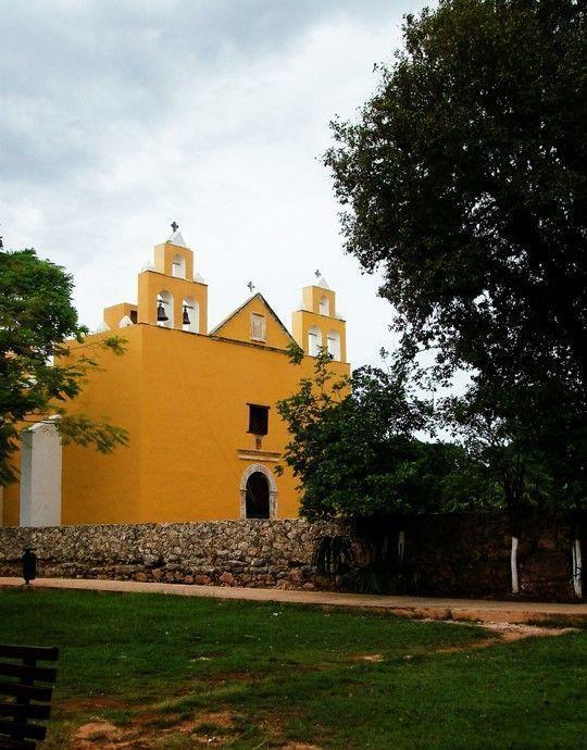 12 de 15: Iglesia del Pueblo de Cholul, cercana a la propiedad