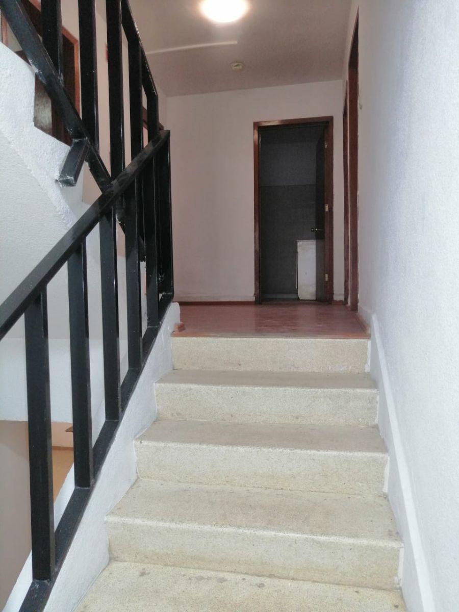 2 de 26: Escaleras