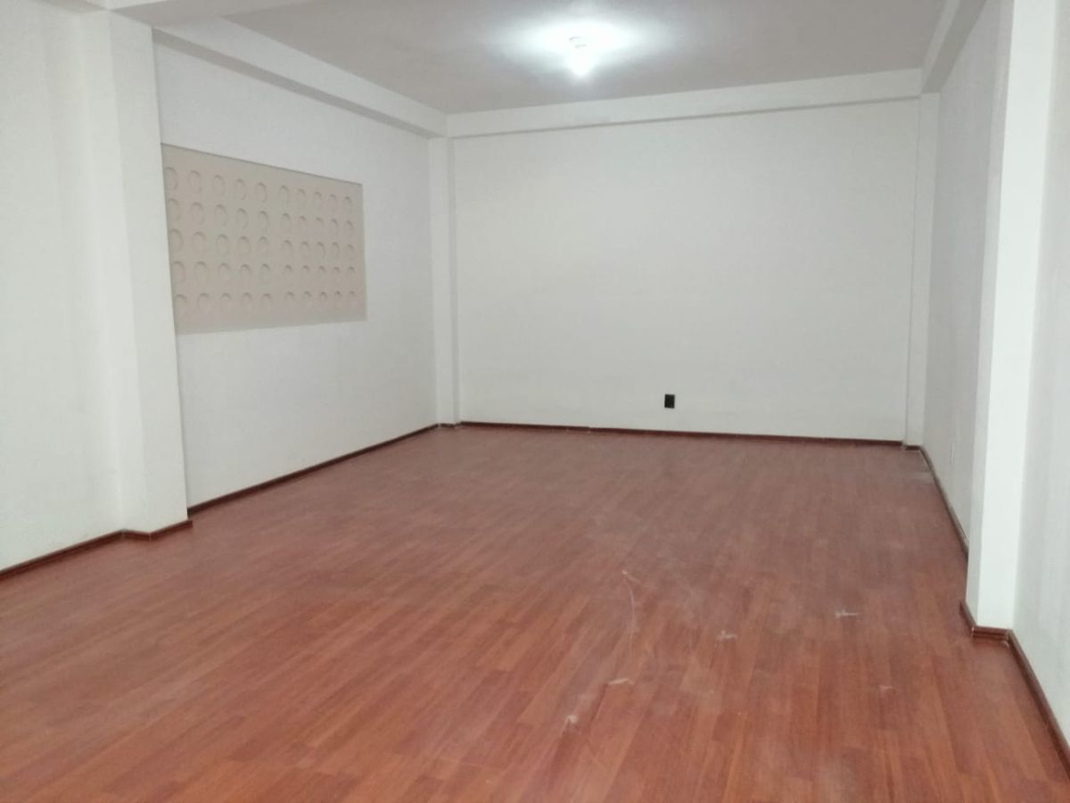 4 de 26: Oficina 1 primer piso