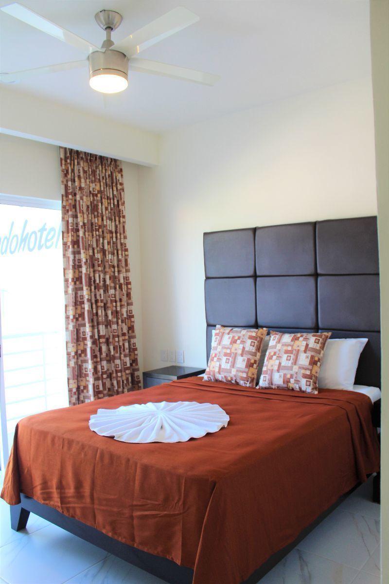 7 de 28: Recámara Principal con cama matrimonial Con balcón
