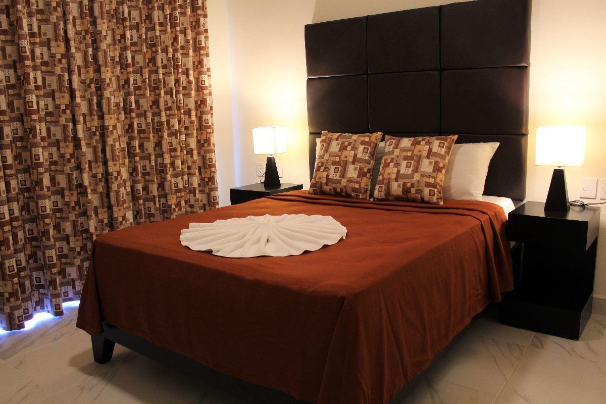 8 de 28: Recámara Principal con cama matrimonial Con balcón