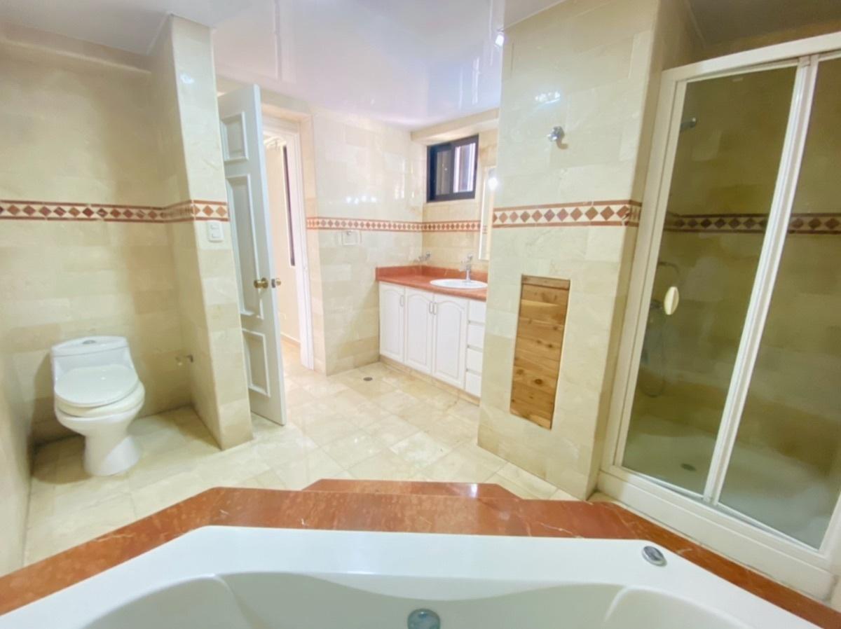 18 de 20: Baño Principal