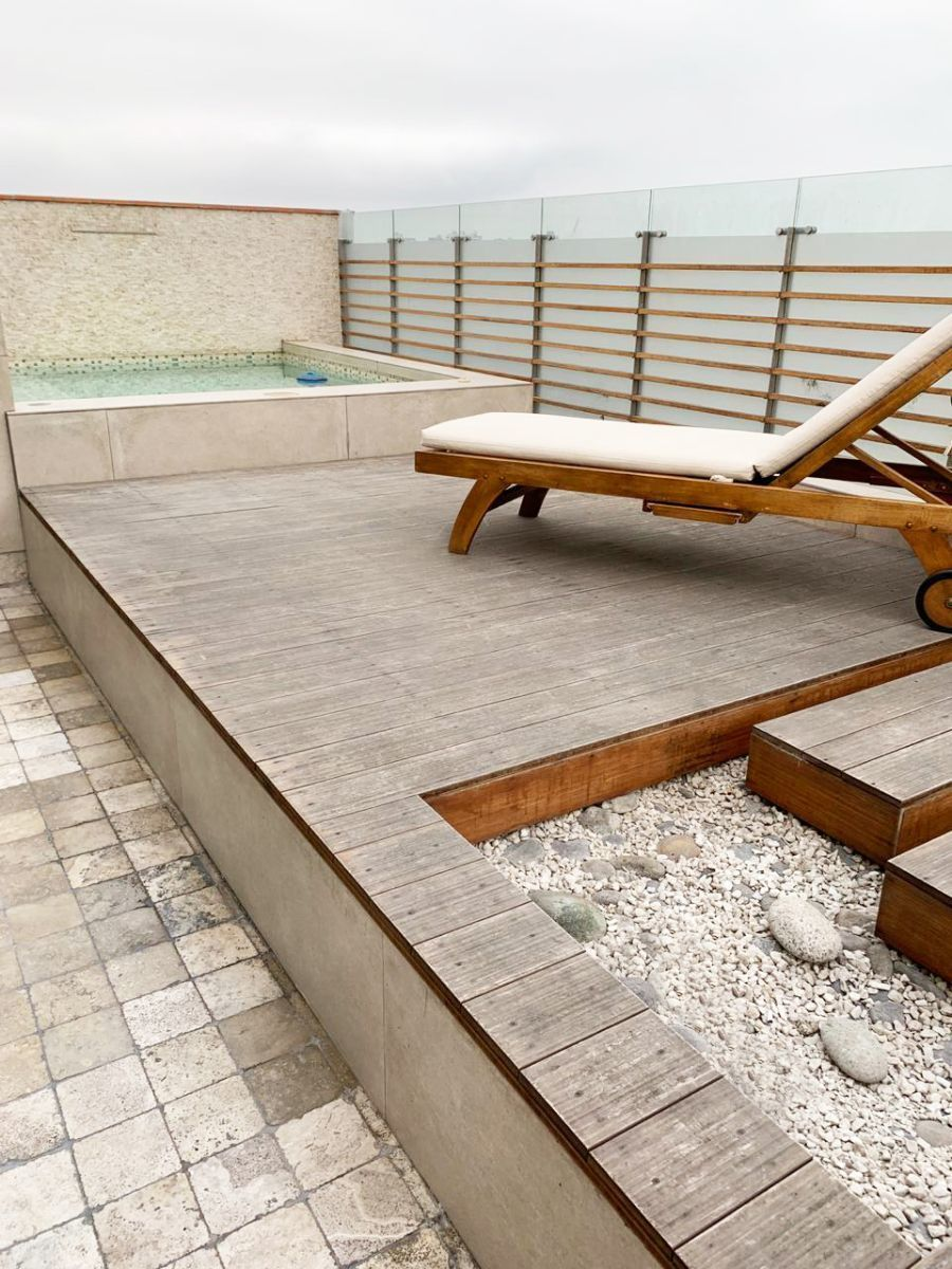 2 de 28: Deck y piscina con hidromasaje y calefactada.