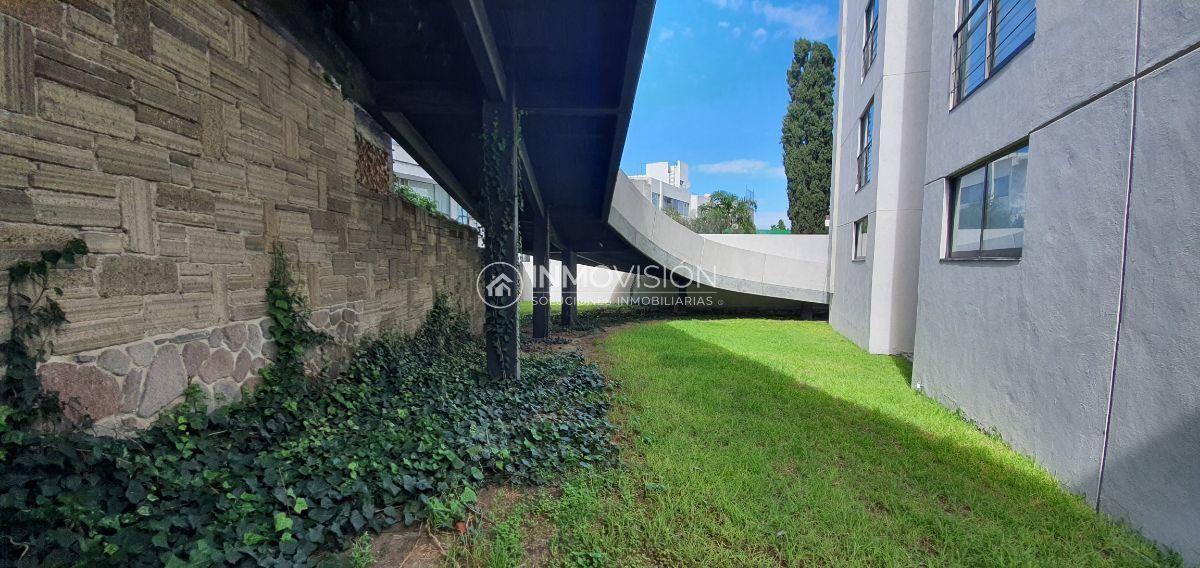 8 de 41: Amplio jardín privado