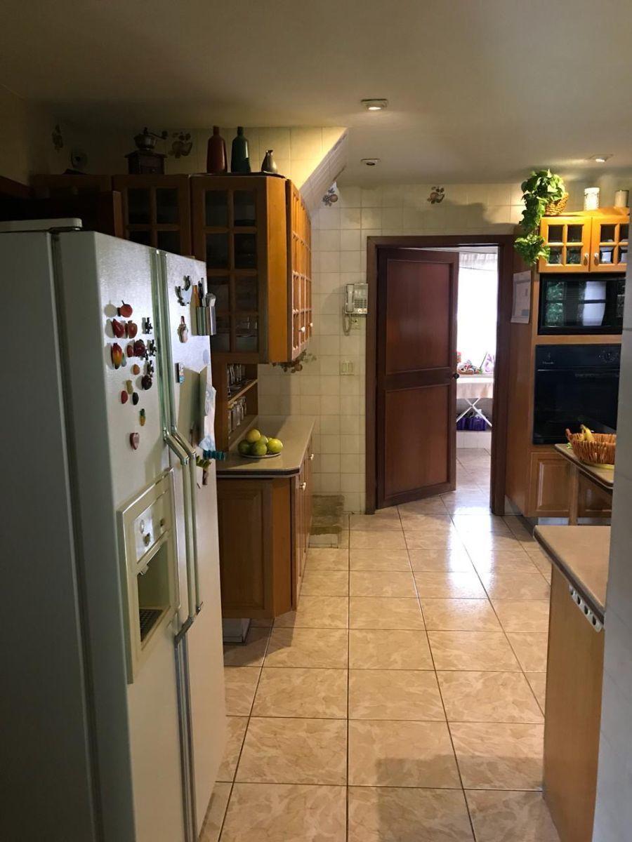 4 de 31: cocina y al fondo área de servicio