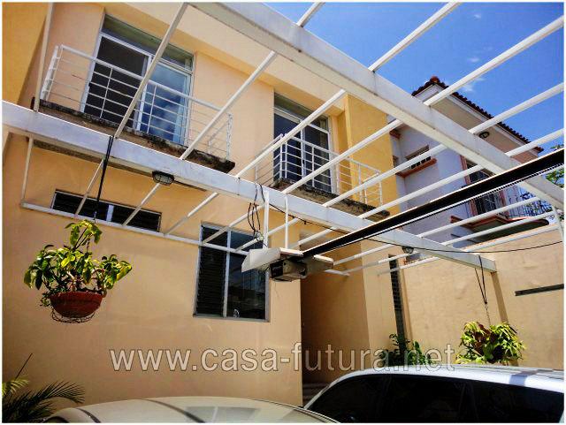 Bella casa minimalista iluminada moderna y comoda en for Casa minimalista residencial
