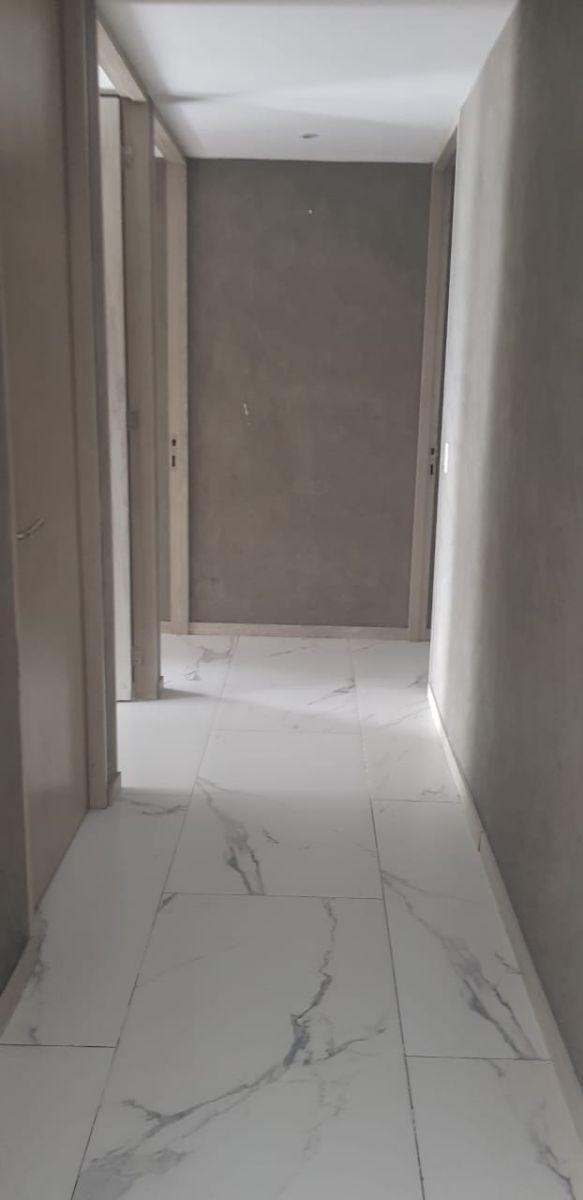 14 de 32: pasillo para ingresar habitaciones