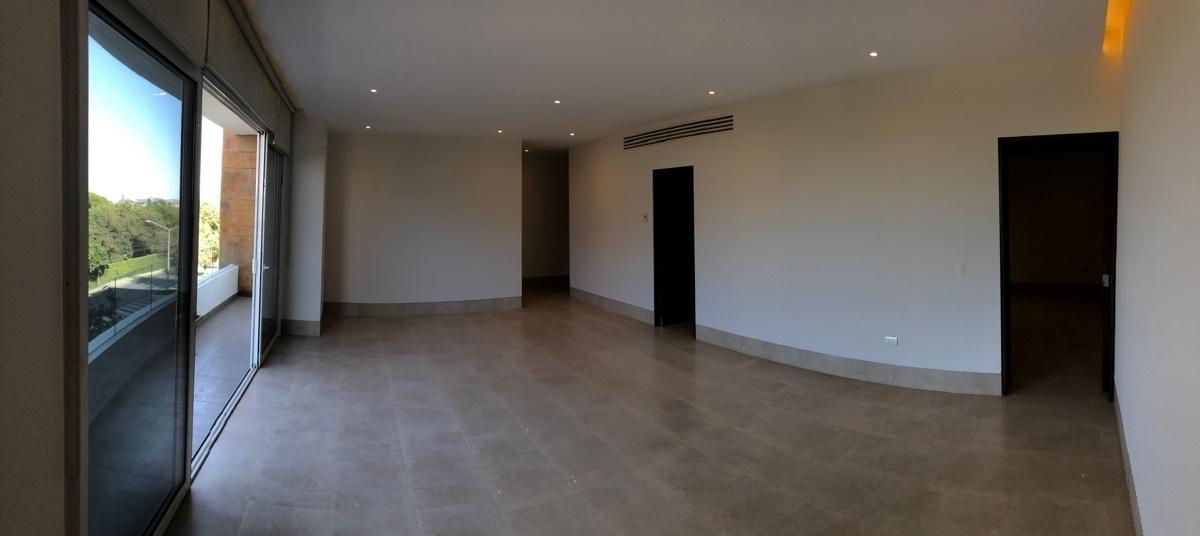 2 de 26: Área social para sala-comedor-bar con amplio balcón