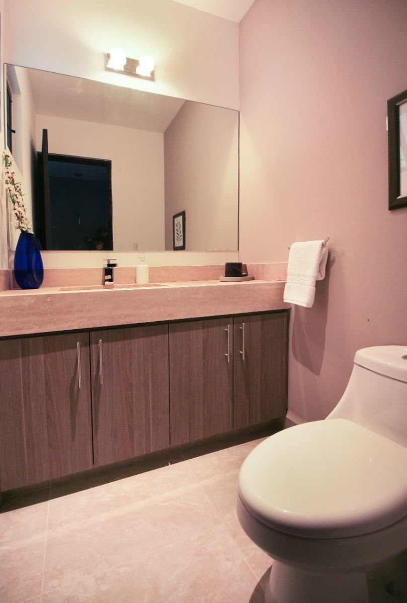 2 de 22: Medio baño en planta baja