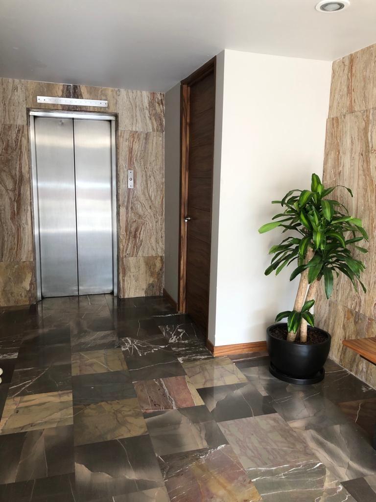 3 de 9: Vestíbulo de elevador