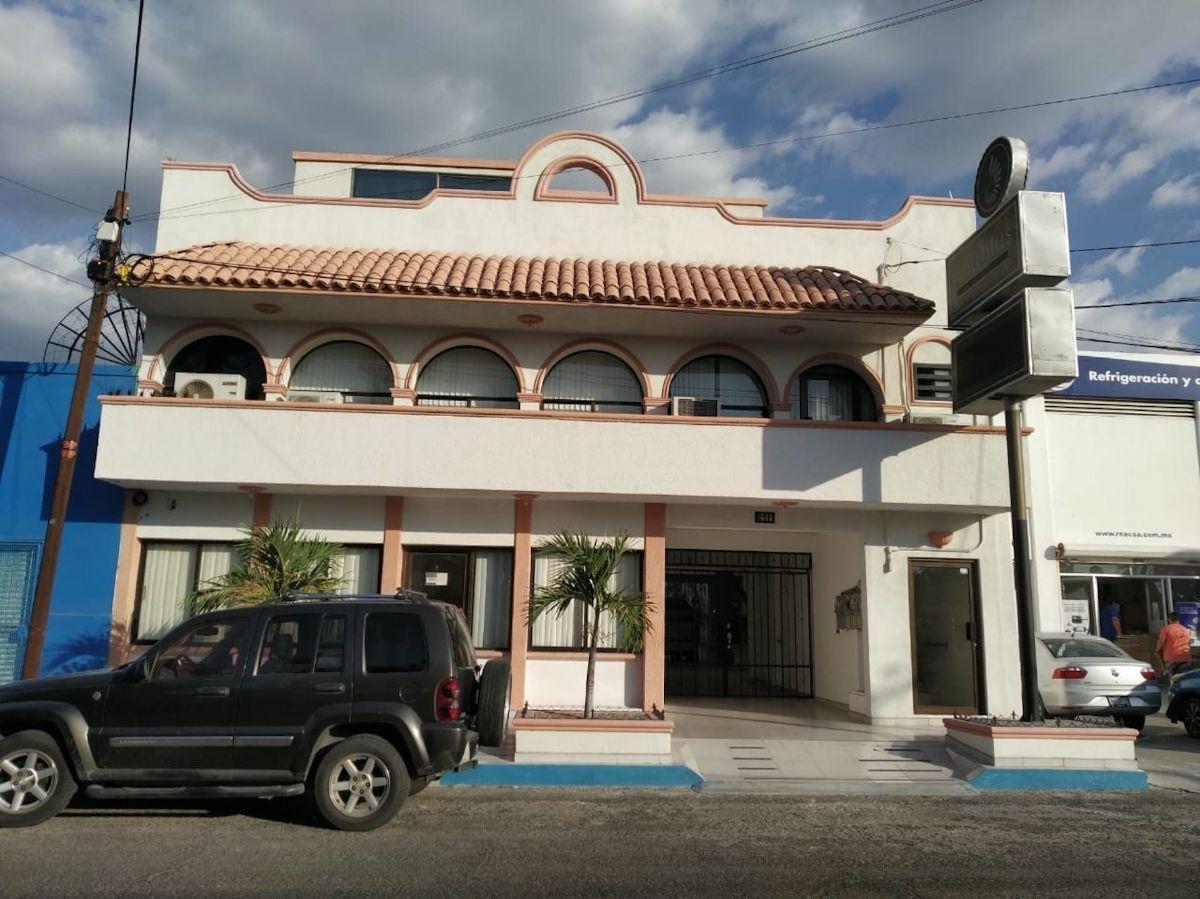 1 de 17: frente edificio ,la oficina en renta esta` al primer piso