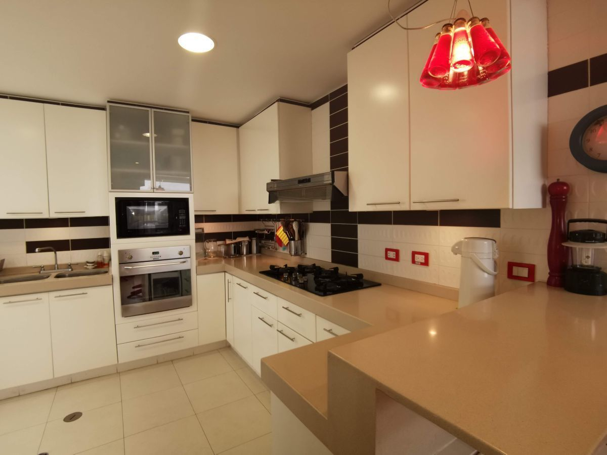 20 de 33: Moderna cocina equipada