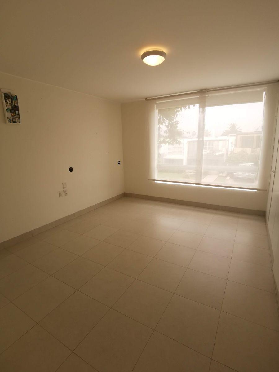 26 de 33: Dormitorio secundario  en piso 2 con buen closet