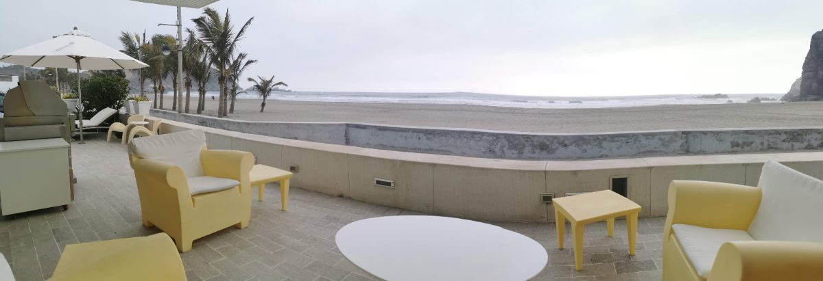 10 de 33: Terraza con vista directa al mar