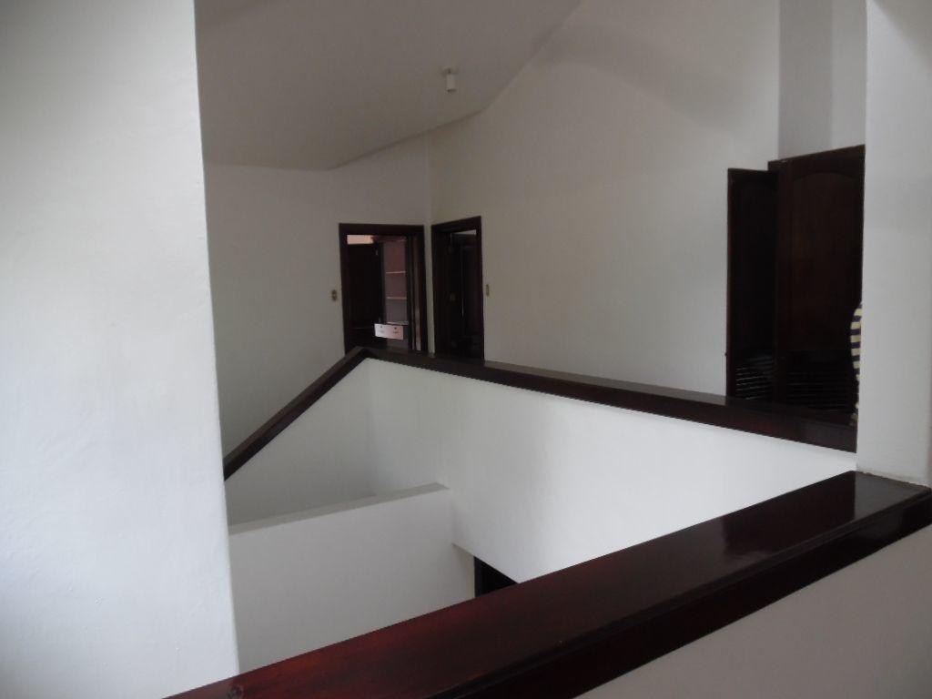 14 de 17: Vista del segundo nivel y detallles en madera