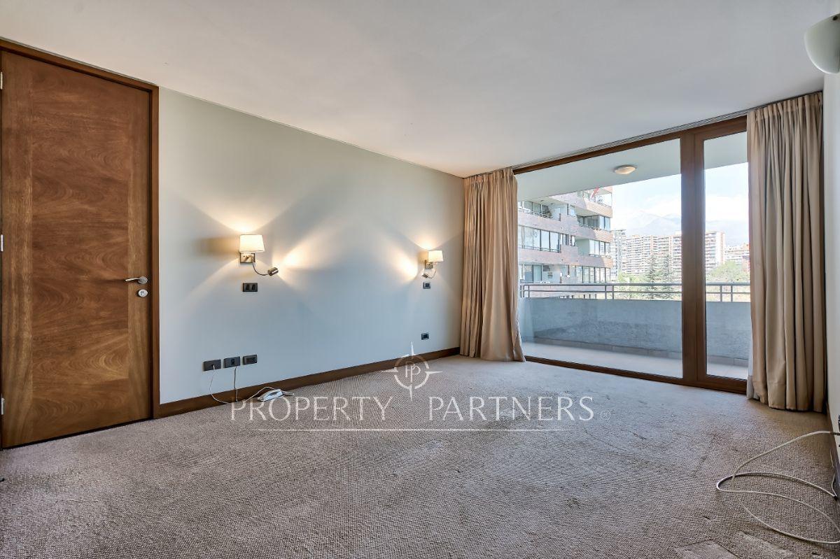 6 de 16: Dormitorio principal en suite y salida a terraza
