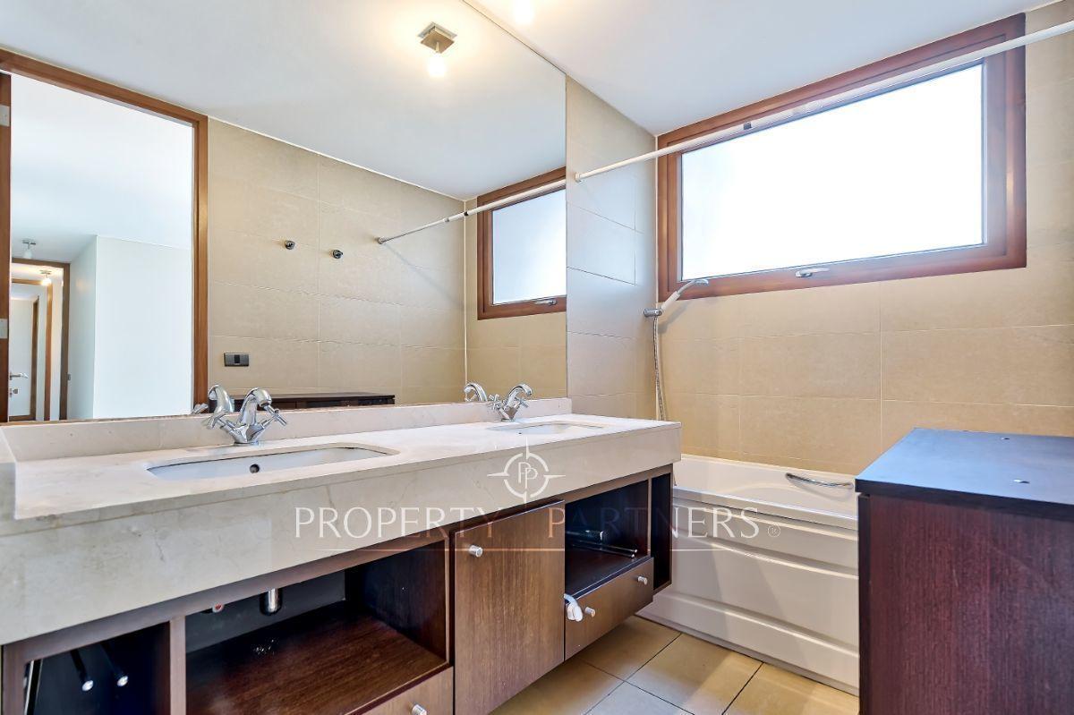 8 de 16: Baño principal en suite