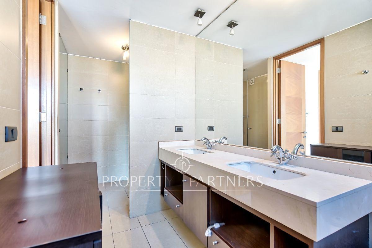 9 de 16: Baño principal en suite